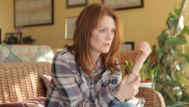 Alice (Julianne Moore) zegt in de film dat ze de diagnose kanker liever had gehad dan de diagnose alzheimer. Want dan had ze zich niet hoeven schamen. Beeld /