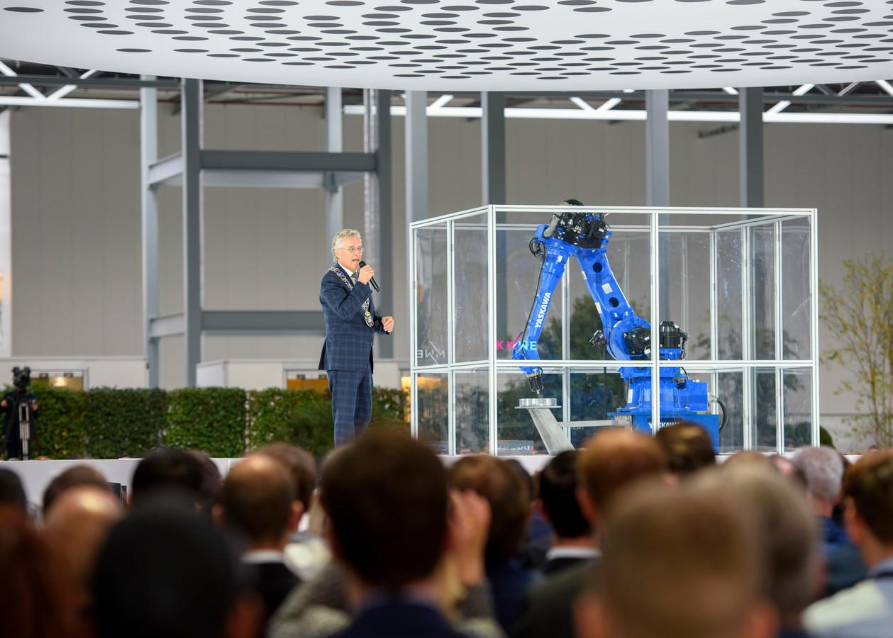 Burgemeester John Jorritsma van Eindhoven bij de opening van de Brainport Industries Campus.