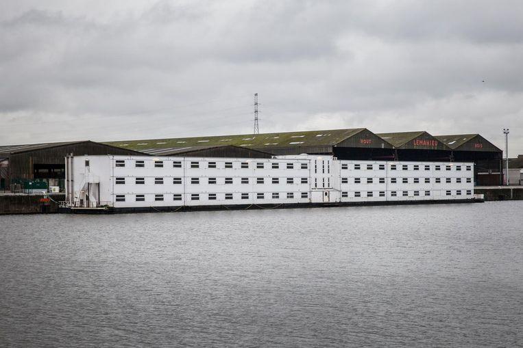 Stad Gent experimenteerde al met een ponton waar vluchtelingen werden opgevangen in de haven.