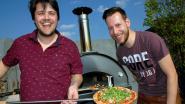 """Vrienden toeren met mobiele pizzabakkerij door regio: """"We hebben iets met vuur en eten"""""""