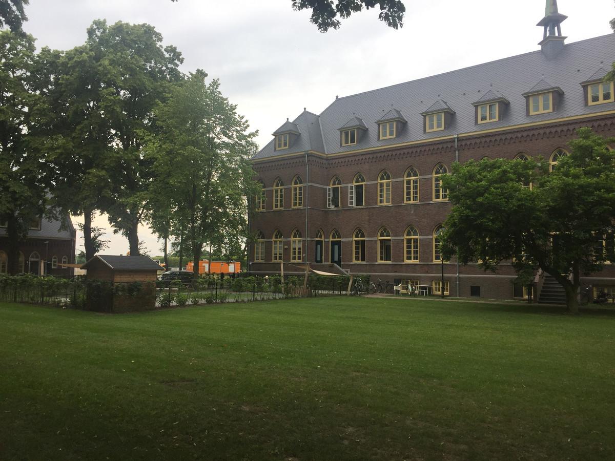 In de tuin van Ons Koningsoord wordt 24 juni een open-luchtmis gehouden.