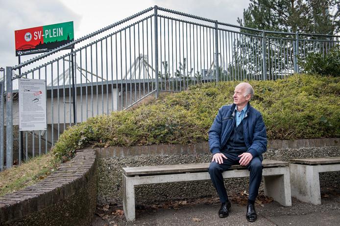 Wim Meijers voor het Goffertstadion in Nijmegen.