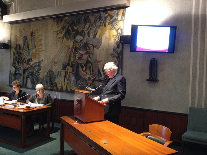 Oud-burgemeester Gerard Scholten biedt zijn excuses aan.