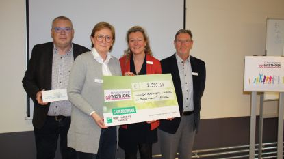 Scholengroep Westhoek steunt Fonds Aurore Ruyffelaere met 2.500 euro