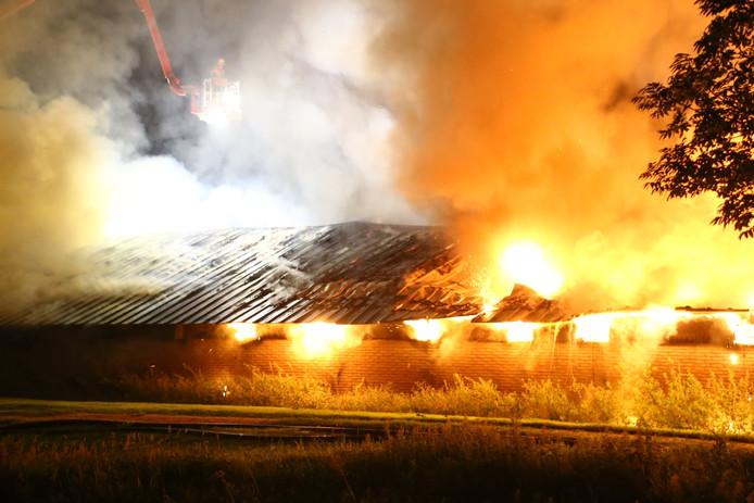 De brandende schuur in Nijkerk.