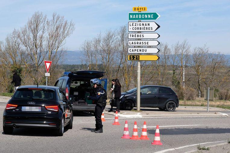 De wegen naar Trèbes zijn door de politie afgezet.