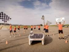 Lars verbrak met zijn team het wereldduurrecord zonneracen: 'Ik kan het niet geloven'