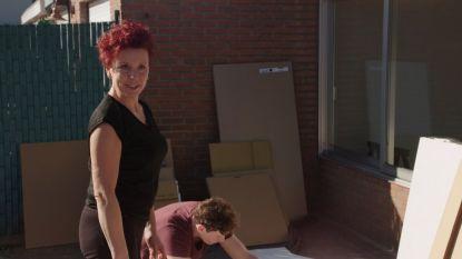 De verhuisdozen staan klaar in 'Blind Gekocht'
