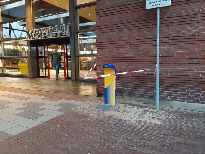Het watertappunt naast het station was de afgelopen maanden afgezet met linten.