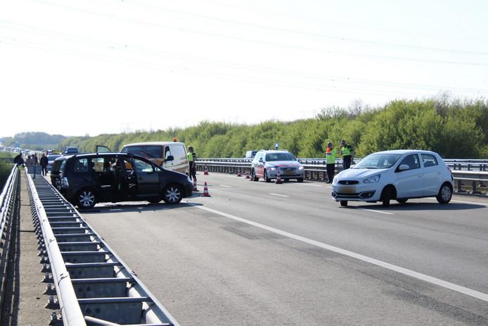 Door het ongeluk van donderdag was de weg urenlang dicht