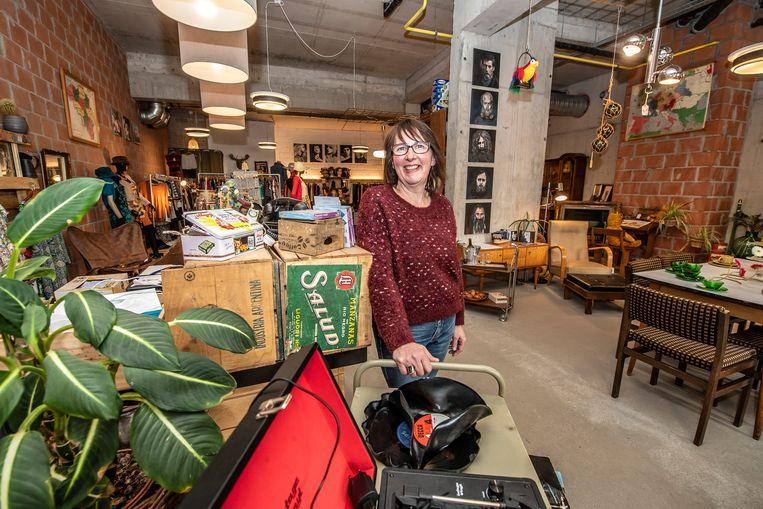 Els Vandepitte was 50 toen ze tweedehandswinkel Curieuzeneuze startte.