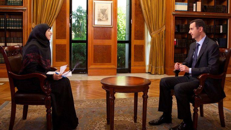 Assad tijdens het interview met het televisiestation al-Manar. Beeld afp