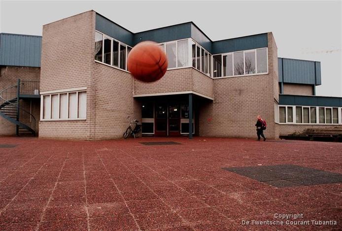 Wat er met de oude sporthal in Tubbergen gaat gebeuren is de komende maanden onderwerp van gesprek en onderzoek van Tubbergen Bruist.