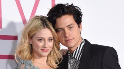 'Riverdale'-actrice Lili Reinhart roept geruchten over relatiebreuk een halt toe met liefdesgedicht aan Cole Sprouse