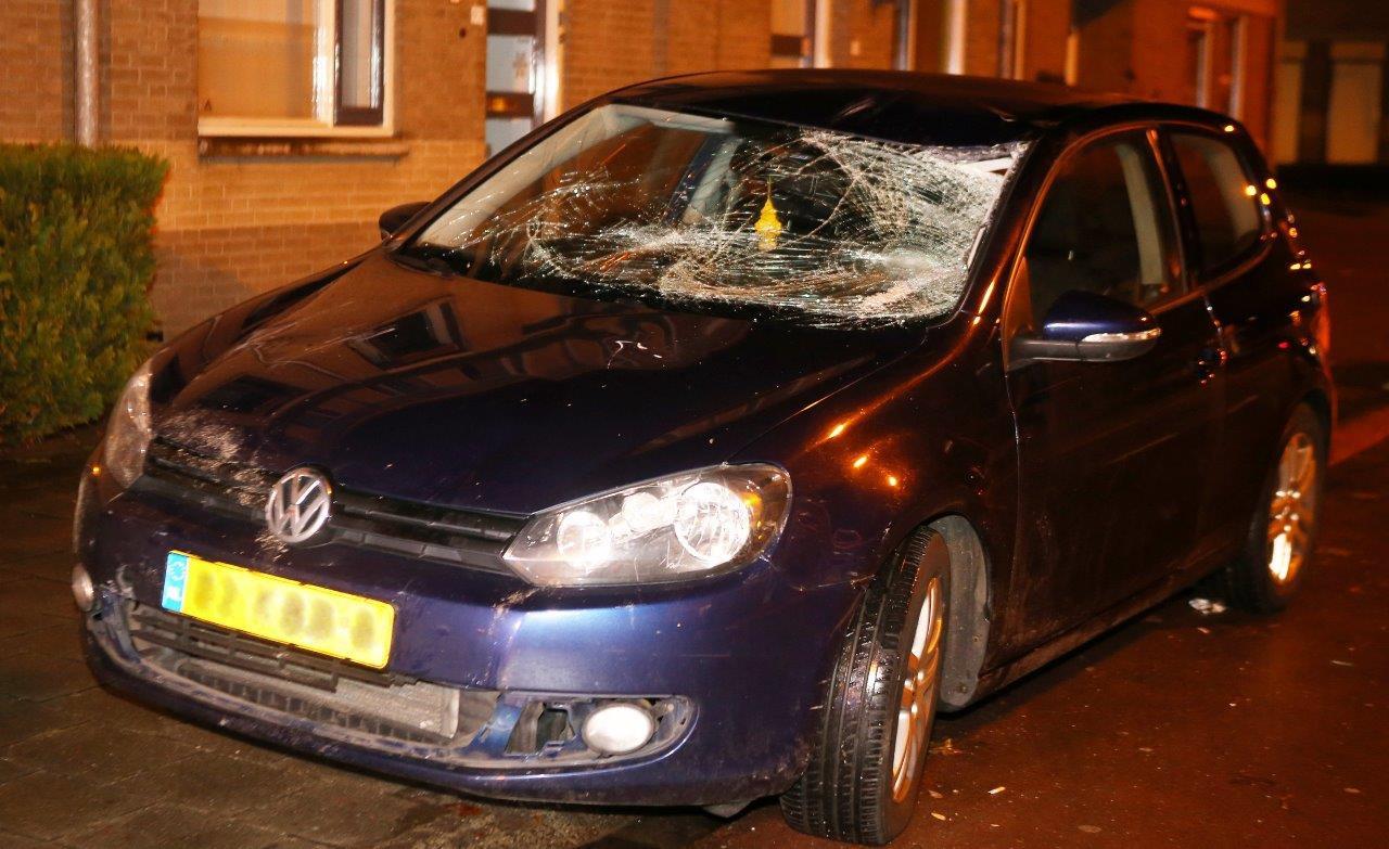 De auto waarmee de verdachte tegen het slachtoffer botste.