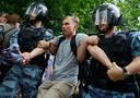 De actievoerders eisen vervolging van de agenten die bij de arrestatie van de journalist betrokken waren.