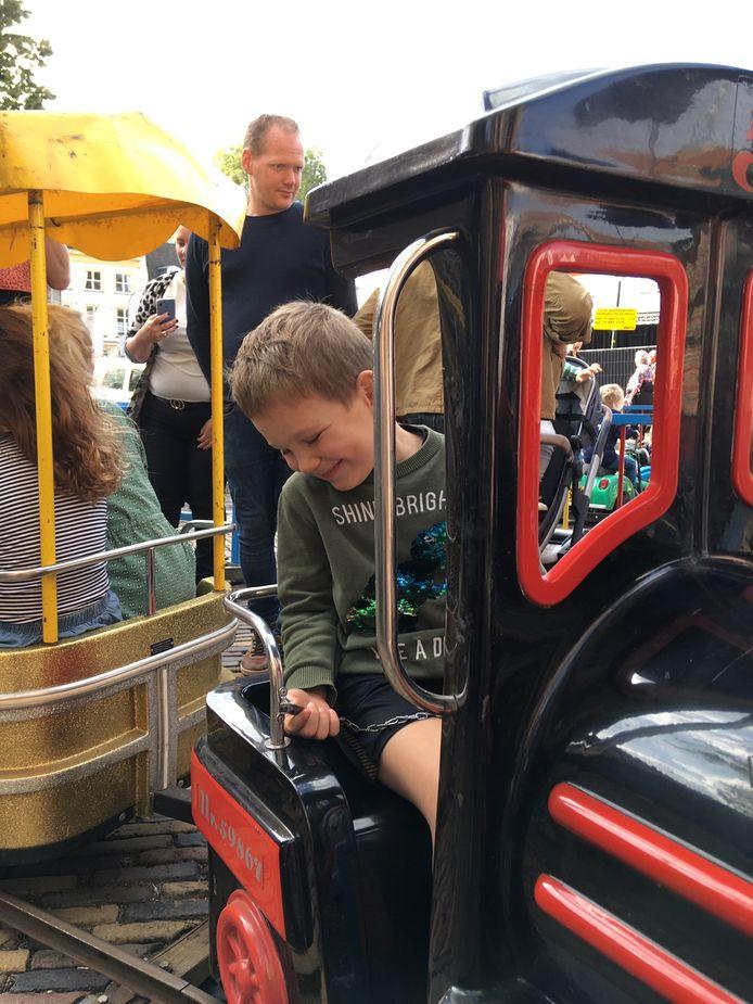 De dochter en het nichtje van Daniel Opdam zaten zondag in de achterste wagon van dit treintje.