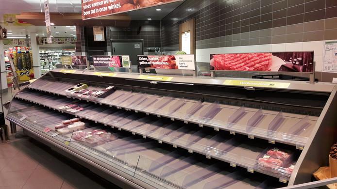 De Plus-supermarkt in Culemborg haalde de vleesschappen leeg uit voorzorg.
