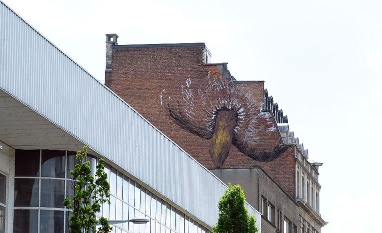 Sinds vanmorgen prijkt deze tekening op een gebouw op de hoek van de Akenkaai en het Saincteletteplein.
