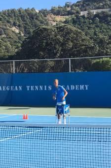 Nieuwkoper Youri de Vries (21) runt met ouders tennisclub op eiland Rhodos