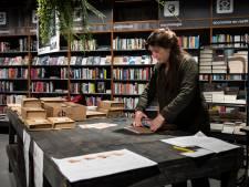 Bekende schrijvers: 'Koop boeken en bestel ze bij je eigen boekhandel'