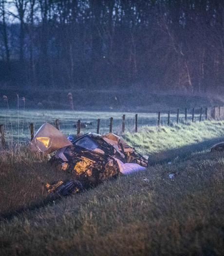 Vermoedelijke vluchtauto plofkraak crasht op A12: twee doden