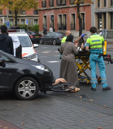 Oudere man op fiets aangereden bij basisschool 't Palet