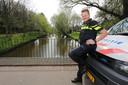 Wijkagent Marijn van Zundert (34) is bij het grote publiek bekend als de wijkagent van Camping Fort Oranje (Zundert). Sinds de sluiting vorig jaar is hij wijkagent in Boeimeer en omgeving. Hier in het Boeimeerpark.