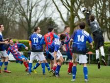 Gehavend Sambeek verliest met aanvaller op doel