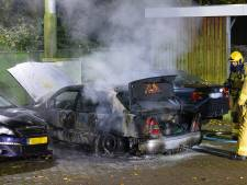 Brandstichter met lef? Autobrand op politieterrein in Epe vermoedelijk aangestoken