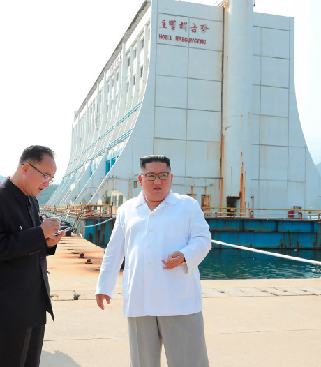 Kim zet sloopkogel in Zuid-Koreaans vakantieoord: 'Armetierig kamp in rampgebied'