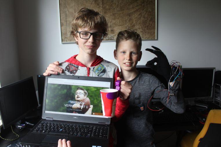 Miro en Matteo met hun uitvindingen.