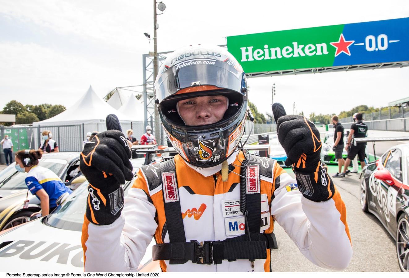 Larry ten Voorde viert zijn wereldtitel in de Porsche Supercup.