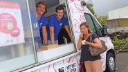 Joe deelt ijsjes uit aan distributiecentrum Delhaize