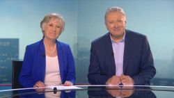 VIDEO. Nieuwsankers van de eerste VTM NIEUWS-uitzending Dany Verstraeten en Nadine De Sloovere pikken de draad weer op