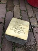 In Uden worden vier van dergelijke Struikelstenen in het trottoir aangebracht.