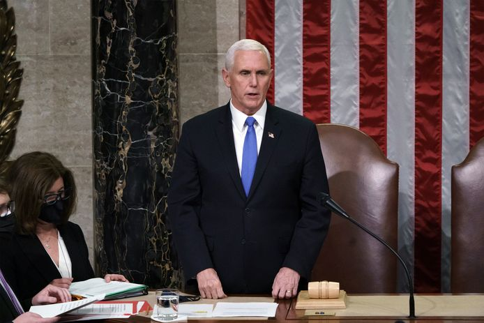 Vicepresident Mike Pence zou bij het gebruik van het 25ste amendement waarnemend president worden, totdat Joe Biden wordt ingezworen als nieuwe president. Afgelopen nacht (lokale tijd) bekrachtigde Pence als voorzitter van de Senaat het resultaat van de presidentsverkiezingen.