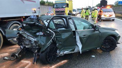 """A12 richting Brussel versperd door ongeval in Boom: """"Neem de E19"""""""