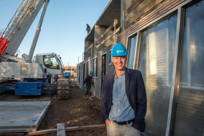 Directeur Marc Hoornstra van Slokker Innovatie bij het project dat het bouwbedrijf in Ermelo realiseert: 24 prefab-woningen.