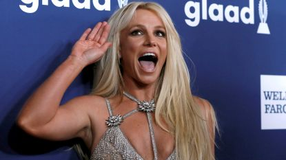 VIDEO. Oeps, Britney Spears vergeet even waar ze is