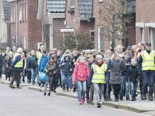 Kinderen lopen met rugzak vol water 2700 euro bij elkaar in Nijverdal