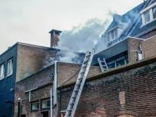 Woningen en hotelkamers ontruimd bij brand op dakterras in Helmond