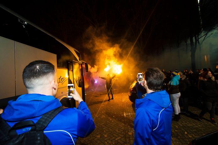 Vertrek van de bus van Waalwijk naar Willem II voor het bekerduel tussen Willem II en RKC in 2017.