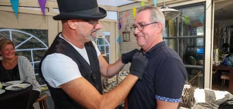 Jubilaris Walter Joosten bij De Durbloazers: 'Di speldje is voor de hille club'