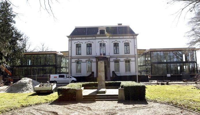 Het gemeentehuis van Brummen. foto Ab Hakeboom