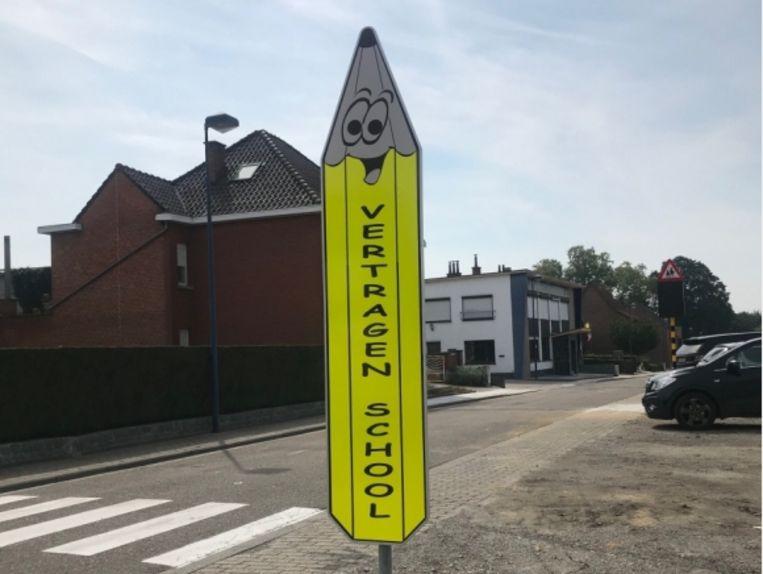 Fluopotloden kunnen bijdragen aan de verkeersveiligheid rond scholen.