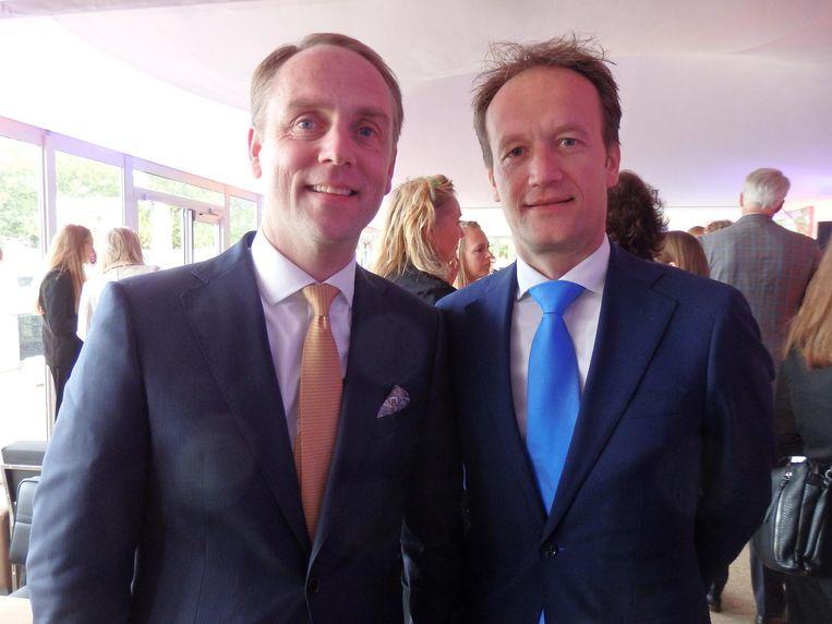 Edward Leenders (Hotel De L'Europe) en Frank Houben (KLM): 'De KLM sponsort vele goede doelen. Vorig jaar nog een vrachtvliegtuig voor het Rode Kruis naar Sint Maarten. Dat vinden wij belangrijk.' Beeld Hans van der Beek