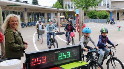 Leerlingen De Pagadder steunen juf met fietsmarathon
