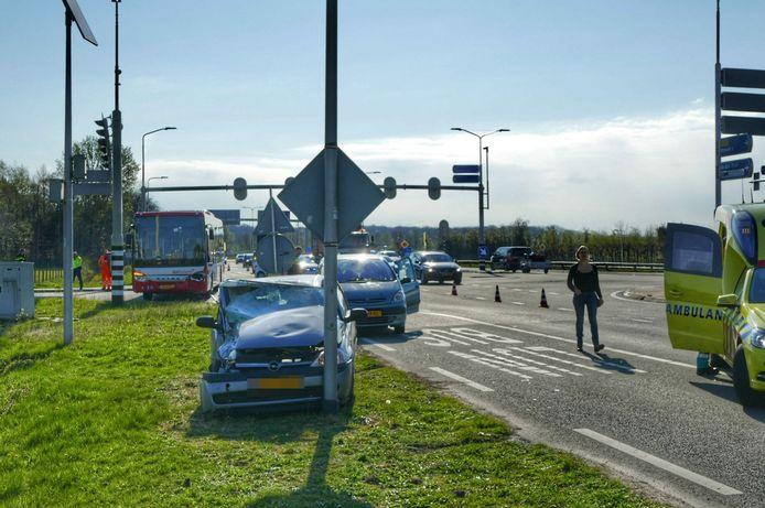 Vrijdagmorgen heeft een ongeluk tussen een bus en een personenauto plaatsgevonden op de Utrechtseweg op de N237 bij De Bilt.