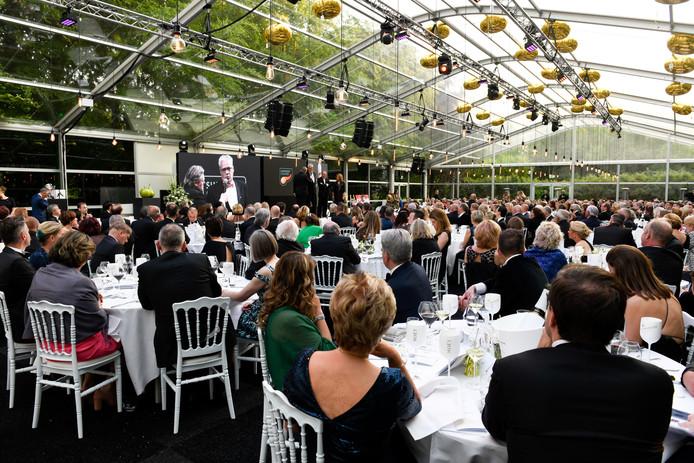 Lee Towers verzorgde opnieuw een deel van het entertainment op het gala.